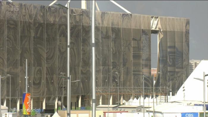 Estrutura do Centro Aquático se desprende devido a forte ventania no Rio de Janeiro