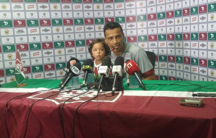 """Cícero enaltece apoio da torcida e projeta Fla-Flu: """"Futebol só tem espaço para vencedores"""""""