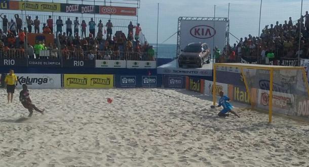 Nos pênaltis, Barcelona vence Vasco e conquista o Mundialito de Clubes de Beach Soccer 2015