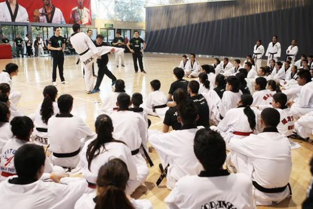 Benefician a seleccionados con seminario de taekwondo