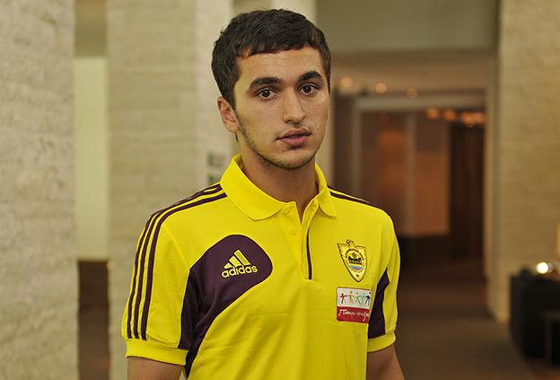 El Anzhi ficha al joven Serderov y logra la cesión de Smolov
