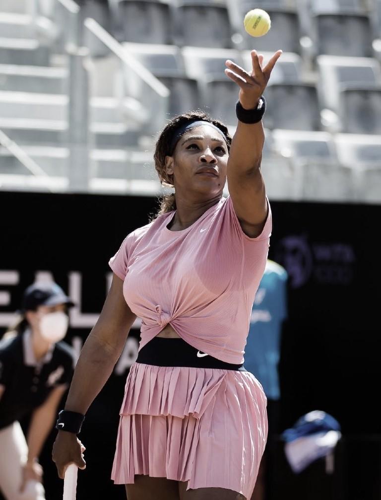 Serena Williams pasa a octavos en Parma, Venus fue eliminada