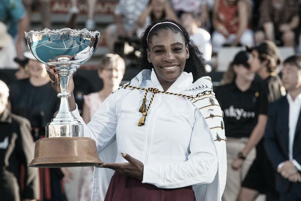 Serena Williams bate Pegula em Auckland e conquista primeiro título em três anos