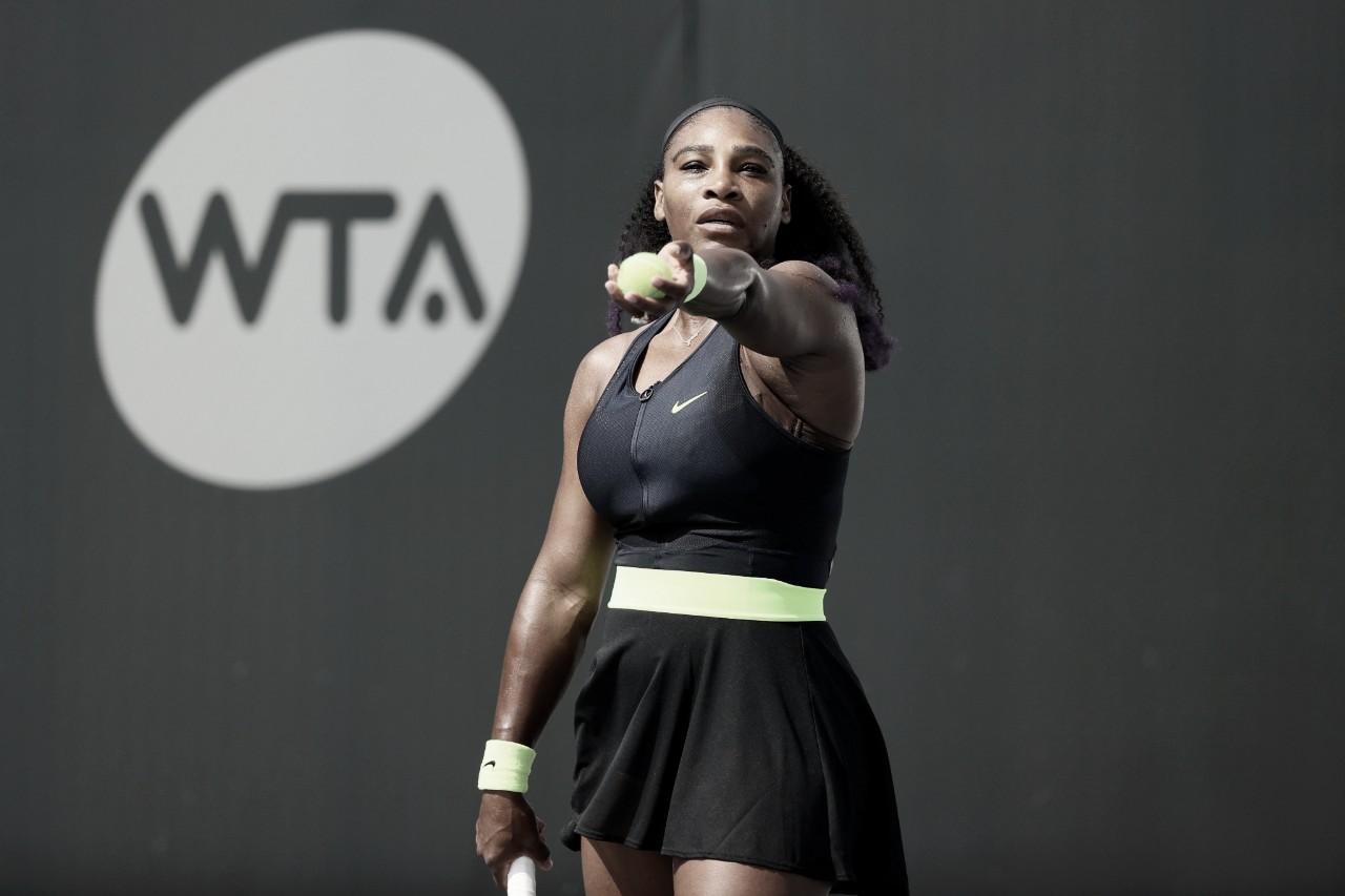 Serena Williams sofre, mas bate Pera na estreia em Lexington