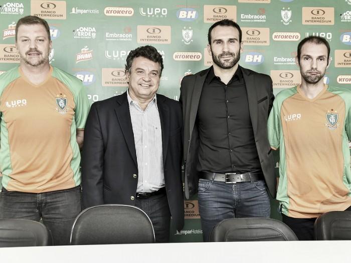 """Sérgio Vieira é apresentado como novo técnico do América-MG: """"Quero fazer história"""""""