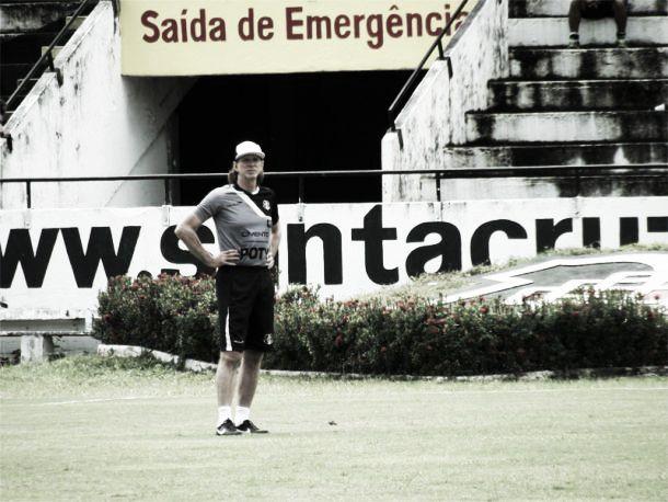 Sérgio Guedes não resiste à pressão e deixa o comando do Santa Cruz