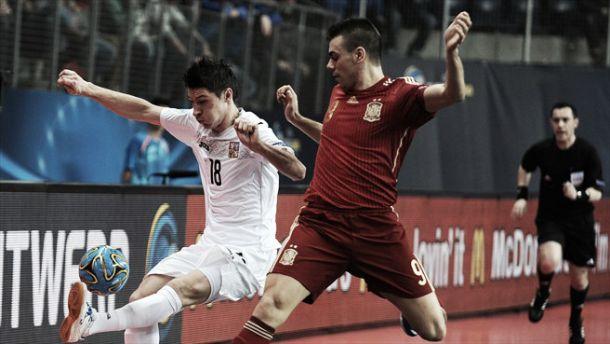 España se clasifica para cuartos goleando a la República Checa