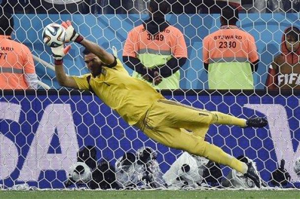 Argentina Beats The Netherlands On Penalty Kicks