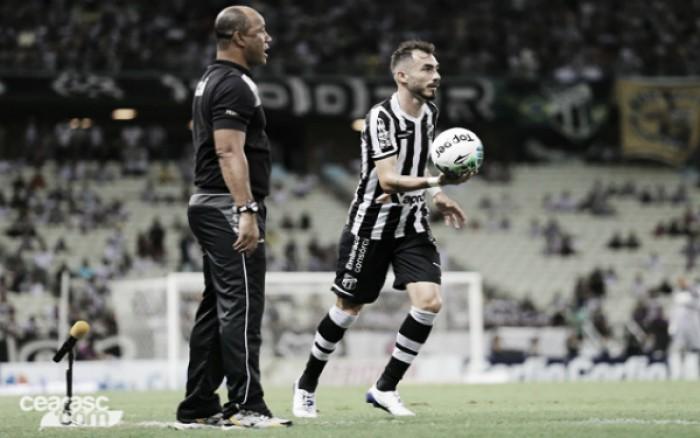 """Sérgio Soares reconhece força do Tupi diante do Ceará: """"Soube ficar com a marcação mais forte"""""""