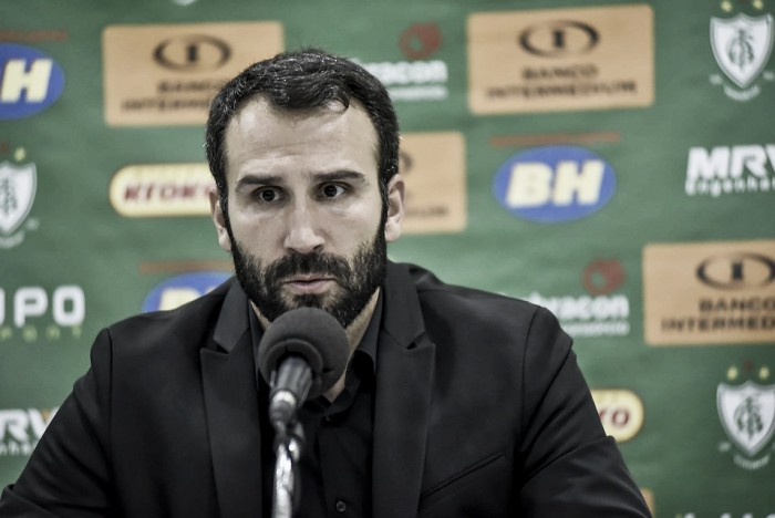 "Após derrota, Sérgio Vieira pede calma por entrosamento do América-MG: ""É preciso tempo"""