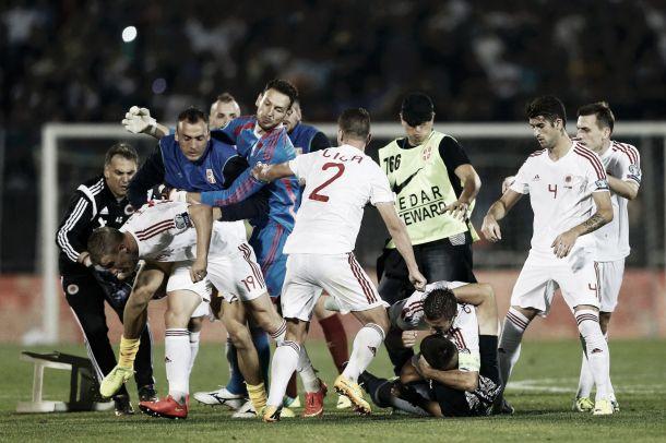 UEFA abre processo a Sérvia e Albânia