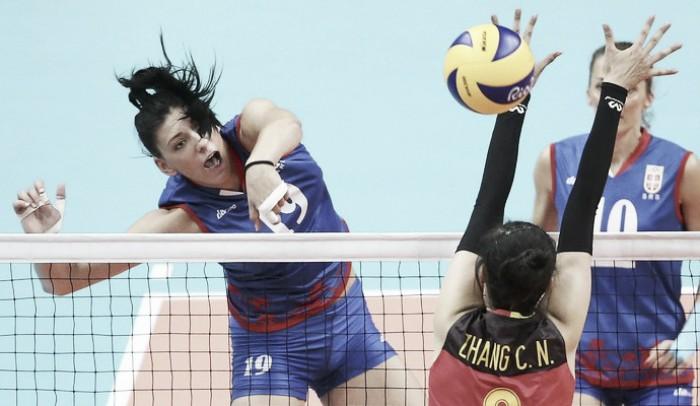 Em final inédita, Sérvia e China duelam pelo ouro no Vôlei feminino