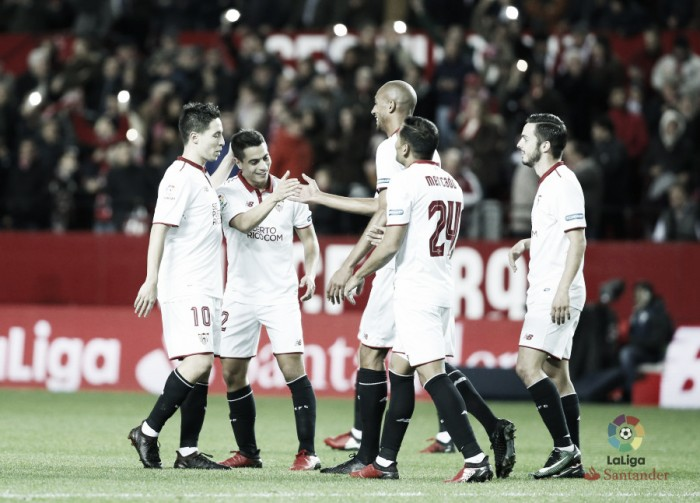 Sevilla marca quatro no primeiro tempo e goleia Málaga com dois de Vietto