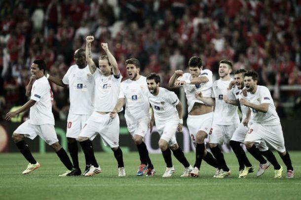 Com arbitragem polêmica e muito drama, Sevilla bate Benfica nos pênaltis e conquista a UEL