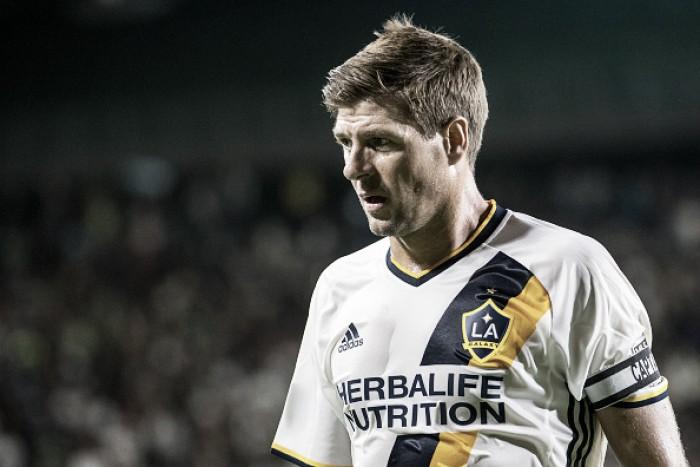 Convivendo com lesões no LA Galaxy, Steven Gerrard anuncia aposentadoria do futebol