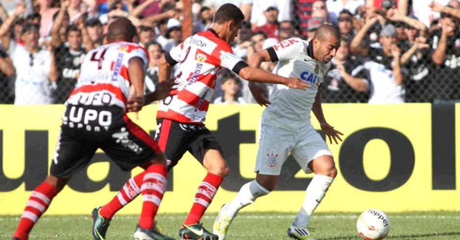 Corinthians sai na frente, mas permite a virada e perde para o Linense