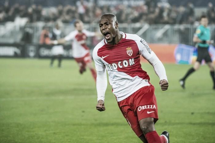 Especulado no Barcelona, lateral Sidibé estende contrato com Monaco