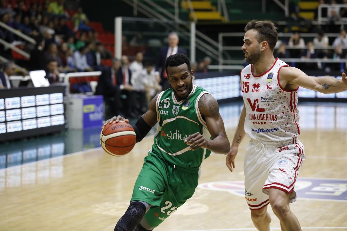 Legabasket: tutto facile per Avellino, Pesaro resiste finché può