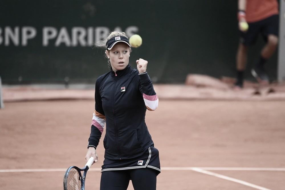 """Em duelo de """"debutantes"""", Siegemund bate Badosa e segue às quartas em Roland Garros"""