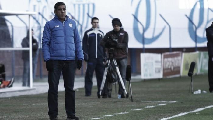 """Silas pede paciência após primeira derrota do Avaí em casa: """"Tem muita coisa pela frente"""""""