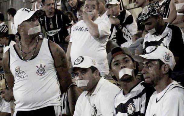 Bragantino se aproveita de crise adversária e derrota o Corinthians no Pacaembu