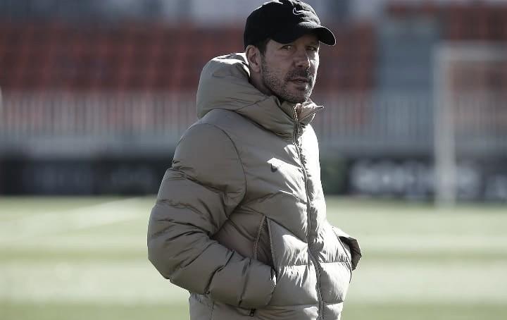 Simeone en el entrenamiento previo al partido // FOTO: Twitter del Atlético de Madrid