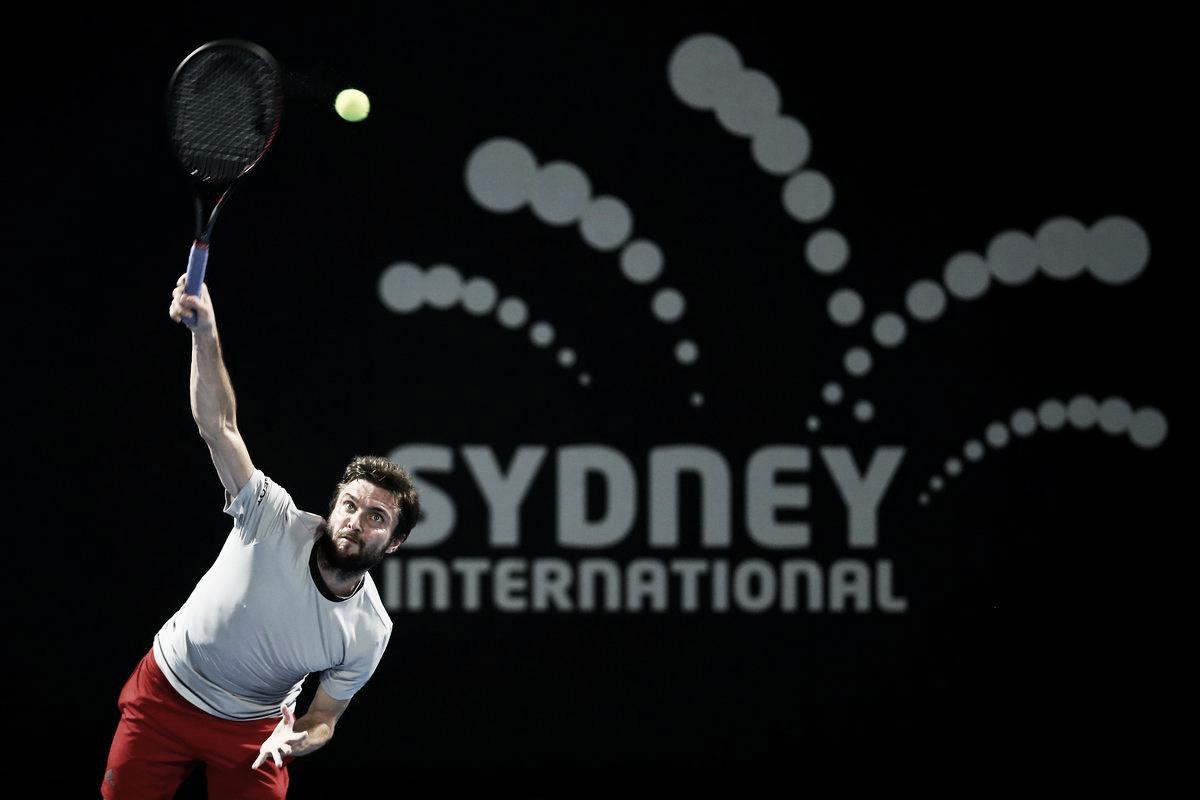 Simon vence jogo duro contra Millman e se classica às semifinais em Sydney