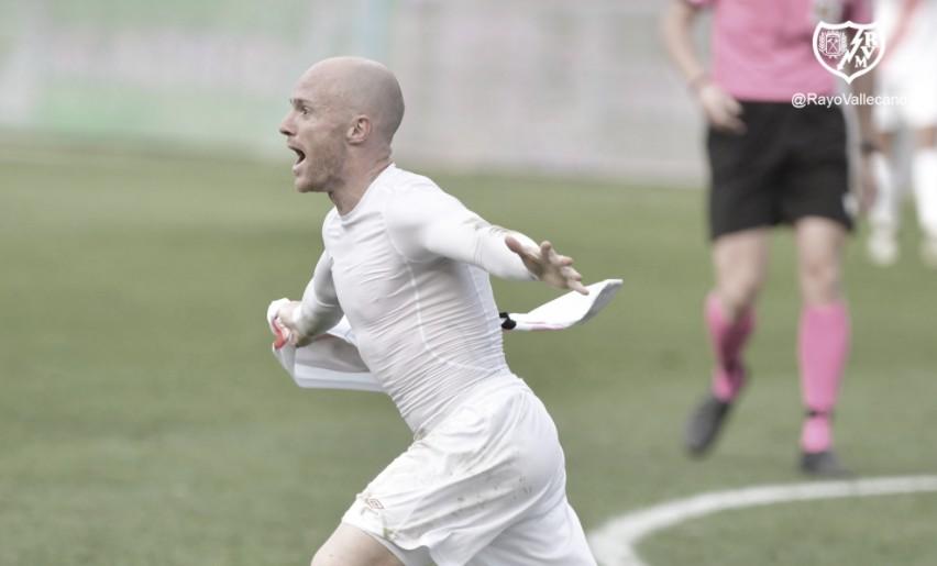 Celebración del gol de Isi | Foto: Rayp Vallecano