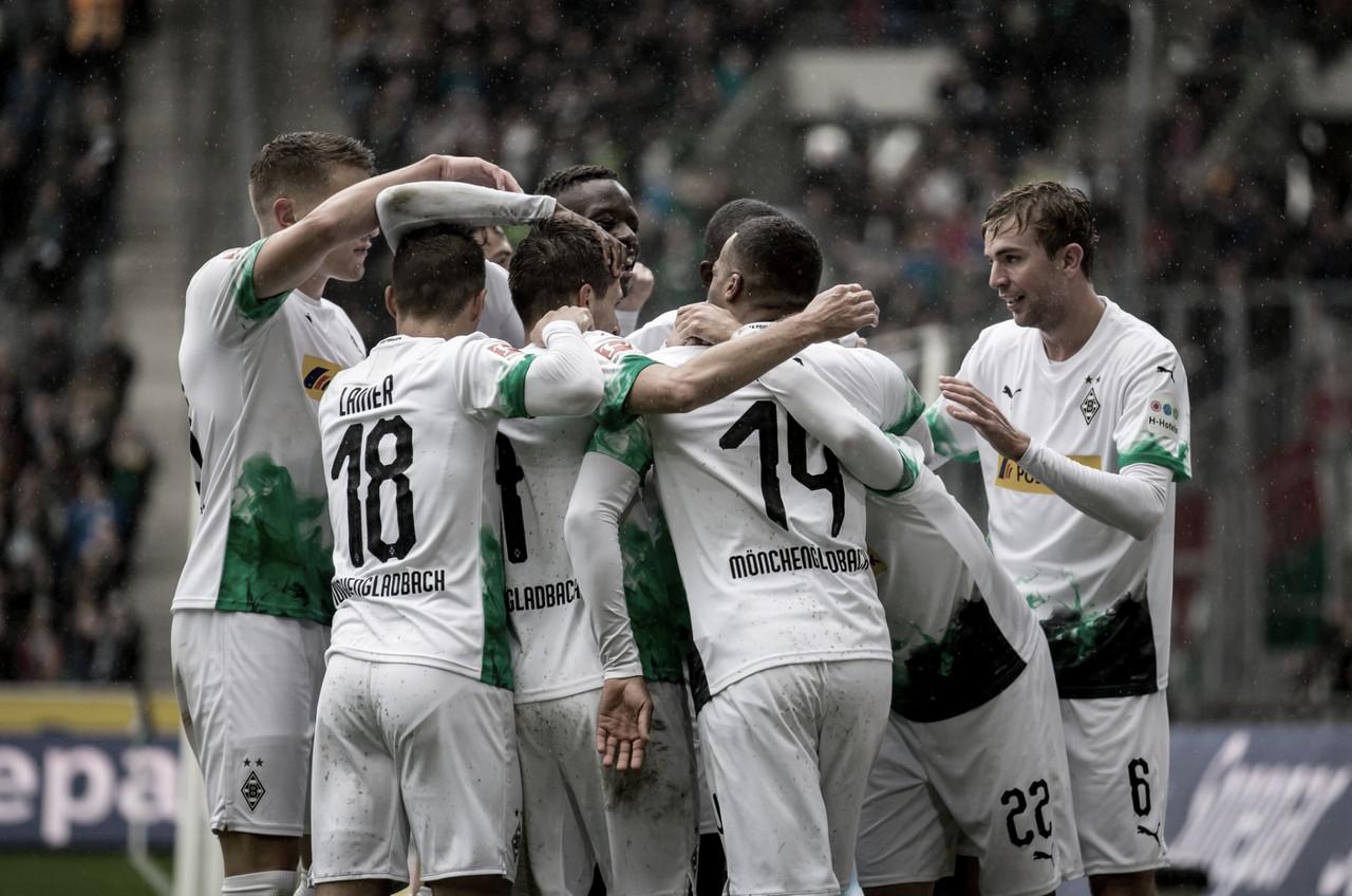 Borussia Mönchengladbach golea y es líder
