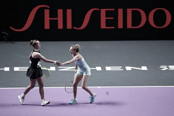 Siniakova/Krejcikova estreiam com vitória em cima de Dabrowski/Xu no WTA Finals