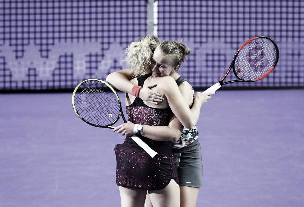 Krejcikova/Siniakova prevalecem em duelo tcheco e estão na final de Singapura