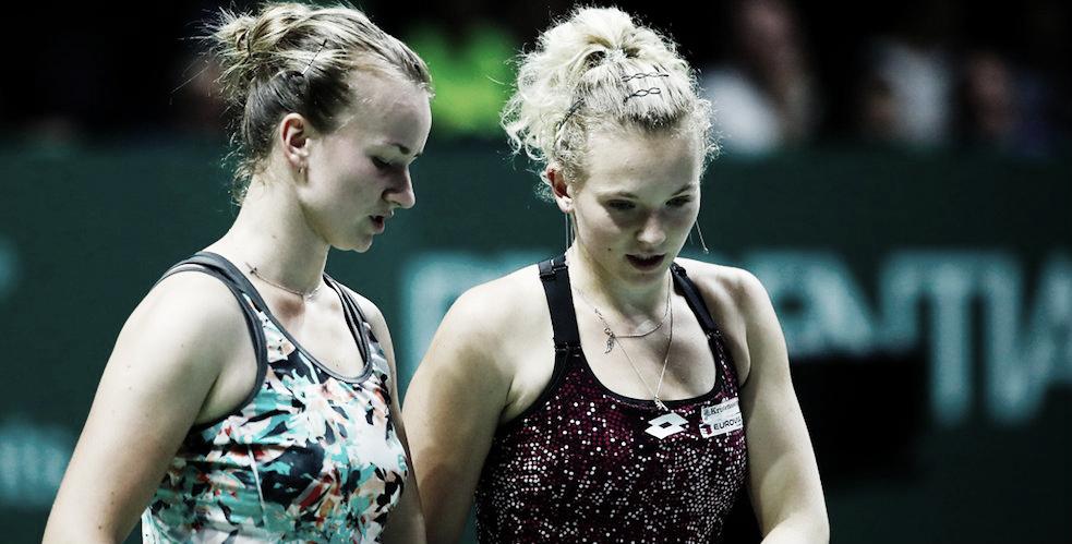 Siniakova/Krejcikova confirmam favoritismo e semifinal 100% tcheca no Finals