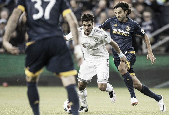 Los Angeles Galaxy hang on to earn an away point against Sporting Kansas City