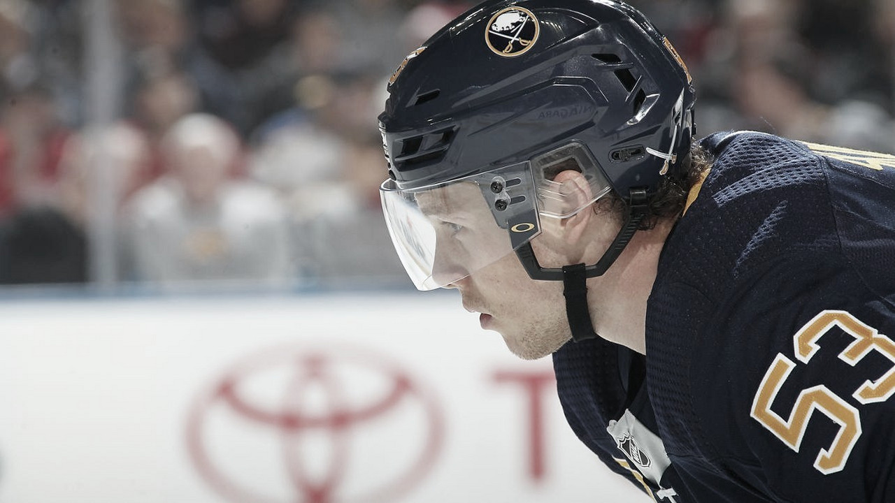 Jeff Skinner se queda en Buffalo