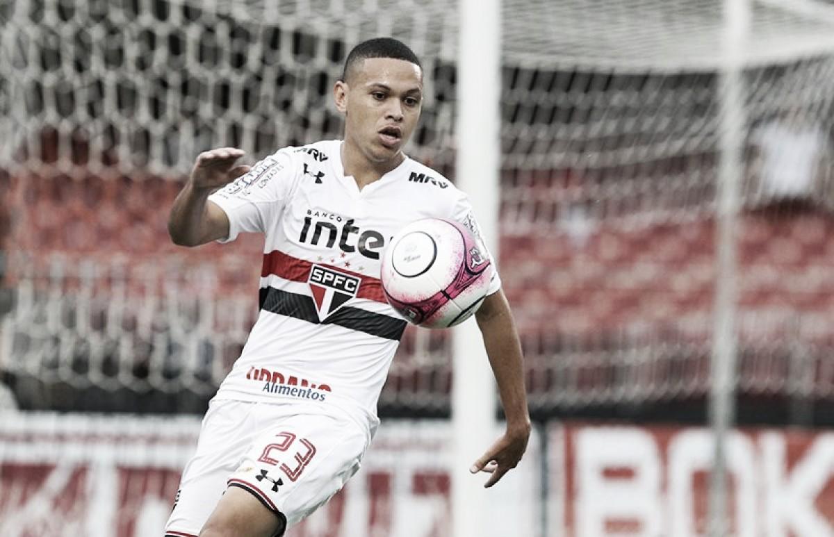 Com futuro indefinido, Marcos Guilherme projeta decisão diante do Atlético-PR