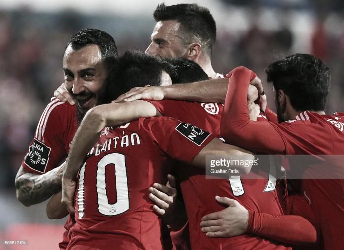 Belenenses x Benfica: Mitroglou e Jonas servem 5 pastéis de Belém e alimentam liderança encarnada