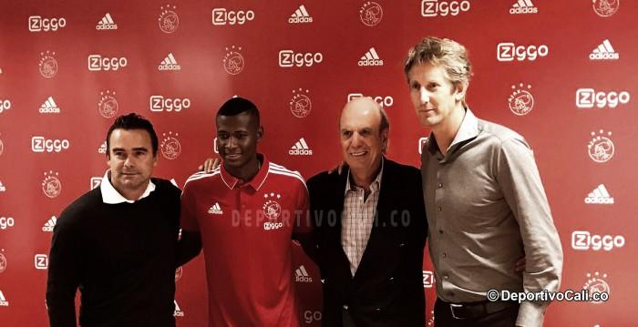 Orejuela presentado por el Ajax
