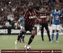 Atlético-PR vence Millonarios com gol de pênalti de Grafite e leva vantagem à Colômbia