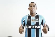 Jael firma compromisso por ajudar companheiros e manter-se em forma no Grêmio