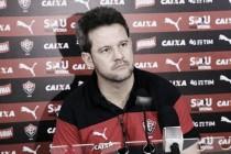 """Argel parabeniza Vitória pelo resultado, mas prega cautela: """"Jogo de 180 minutos"""""""