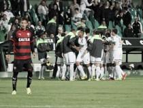Coritiba bate Vitória com gol do talismã Iago Dias e passa às oitavas da Sul-Americana