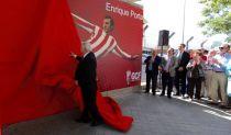 El Granada inaugura la puerta del Nuevo Los Cármenes dedicada a Enrique Porta