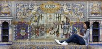 La Plaza de España de Sevilla se inunda de libros