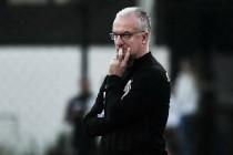 Dorival lamenta gol de bola parada e pede mais atenção da equipe santista