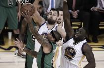 Resumen NBA: los Celtics ganan en Oakland; Dallas y Utah se aferran a los Playoffs