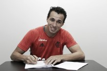 Leandro Damião é aprovado nos exames médicos e oficializado como novo reforço do Flamengo