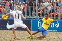 Brasil vence Japão nos pênaltis na abertura do Mundialito Beach Soccer