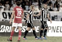 Com direito a gol de bicicleta, Botafogo vence Estudiantes na Libertadores
