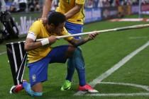 """Neymar brinca com faltas sofridas e exalta Tite após classificação: """"Cara genial"""""""