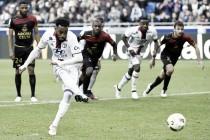 Lacazette volta a marcar, mas Lyon sofre virada do Guingamp e vê G-3 se afastar